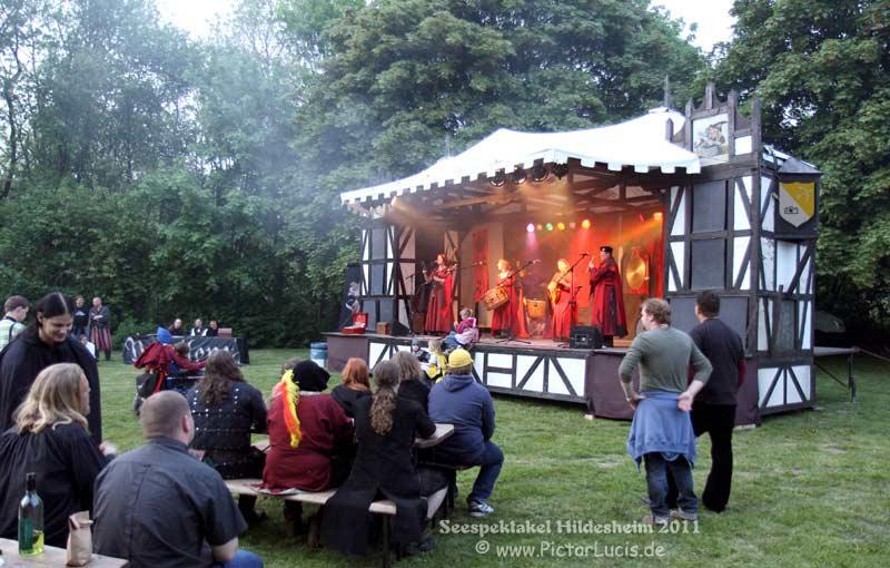 An den Beitrag angehängtes Bild: http://www.mittelalter-rocknacht.de/Galerie/2011-05_Seespektakel_Hildesheim/image/LB164593.jpg